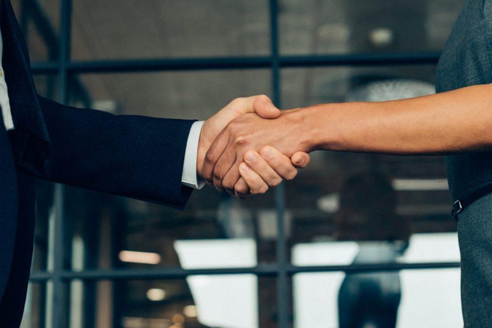 Traspasar una empresa evita el cierre y crea oportunidades