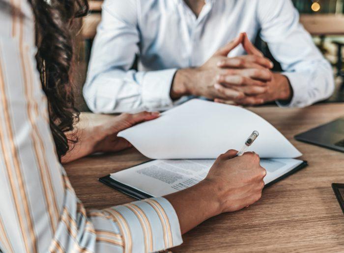 Cómo traspasar un negocio o una empresa